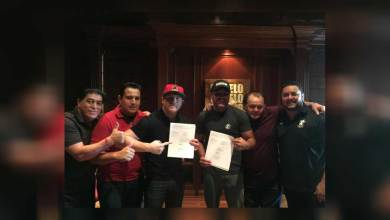 Photo of Canelo Alvarez Re-Signs, Multi-Fight, Multi-Year Contract Extension with Golden Boy