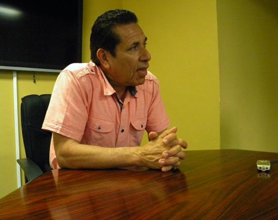 La tenacidad y su liderazgo han llevado a Miguel Ávila a dejar una gran huella en la comunidad de Santa Bárbara./ CLARA MARTINEZ