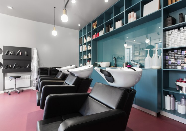 Salones de belleza y barberías de Toronto no podrán reabrir