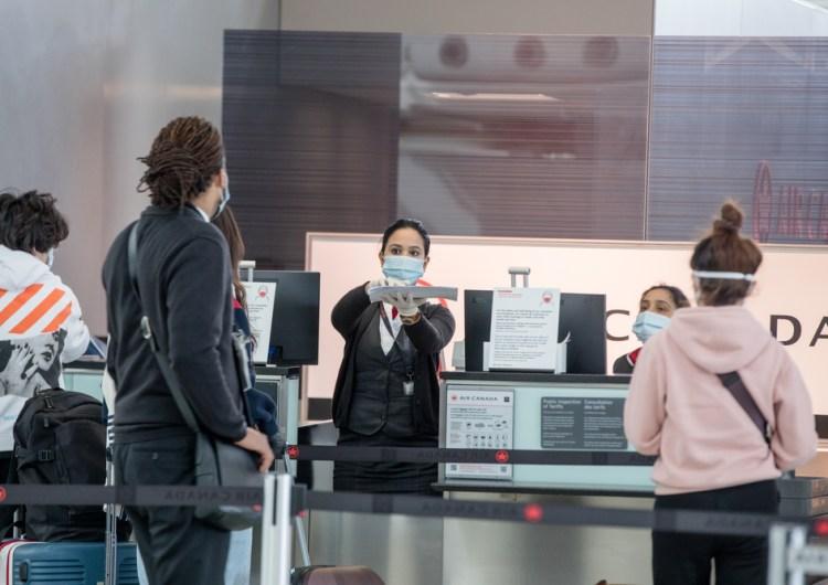 Viajeros que llegaron a Canadá recientemente, dieron positivo a COVID-19