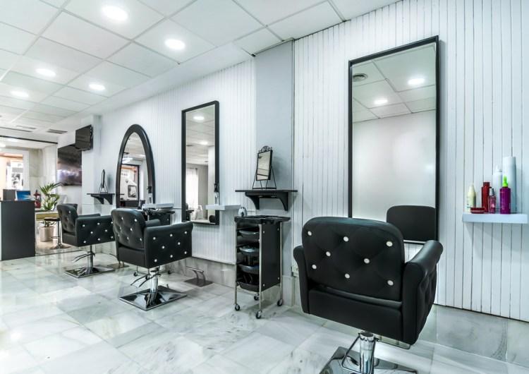 Los salones y barberías regresarán cuando la Etapa 2 de reapertura inicie en julio