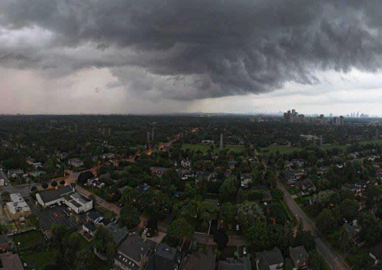 Le esperan días muy lluviosos a Toronto con posibilidad de inundaciones