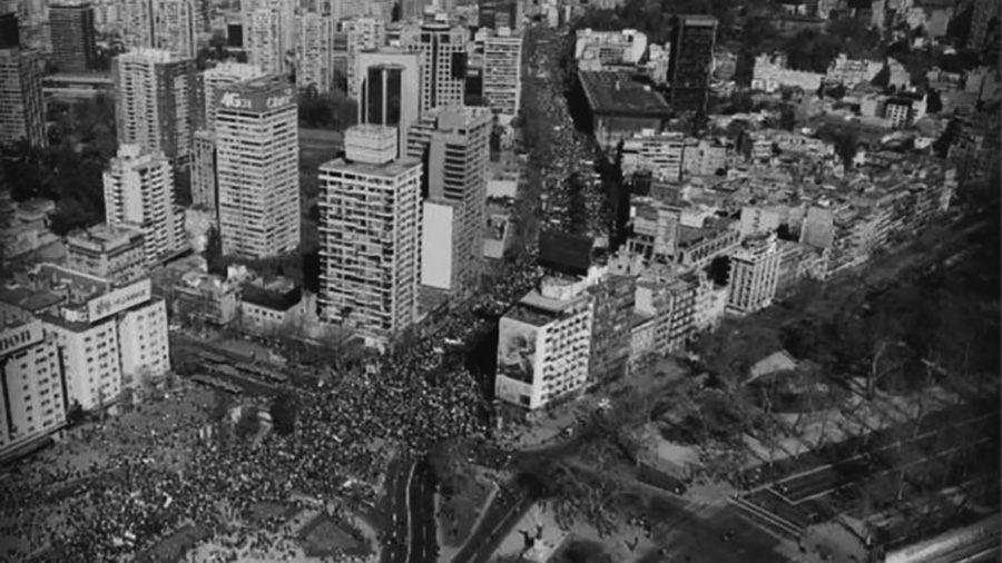 La impactante imagen aérea de la Alameda repleta