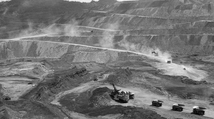 Minería por las malas y a la fuerza