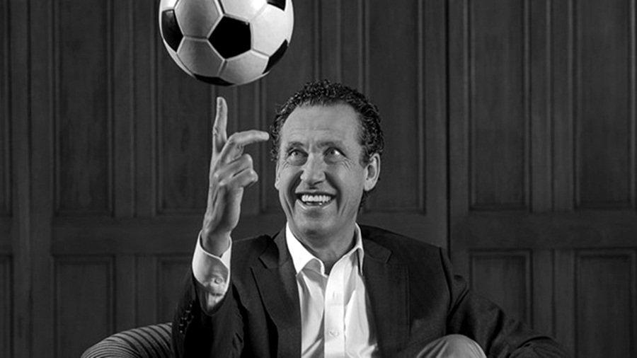 """""""En Argentina antes que querer al fútbol, queremos a la pelota y por eso amamos a Maradona"""""""