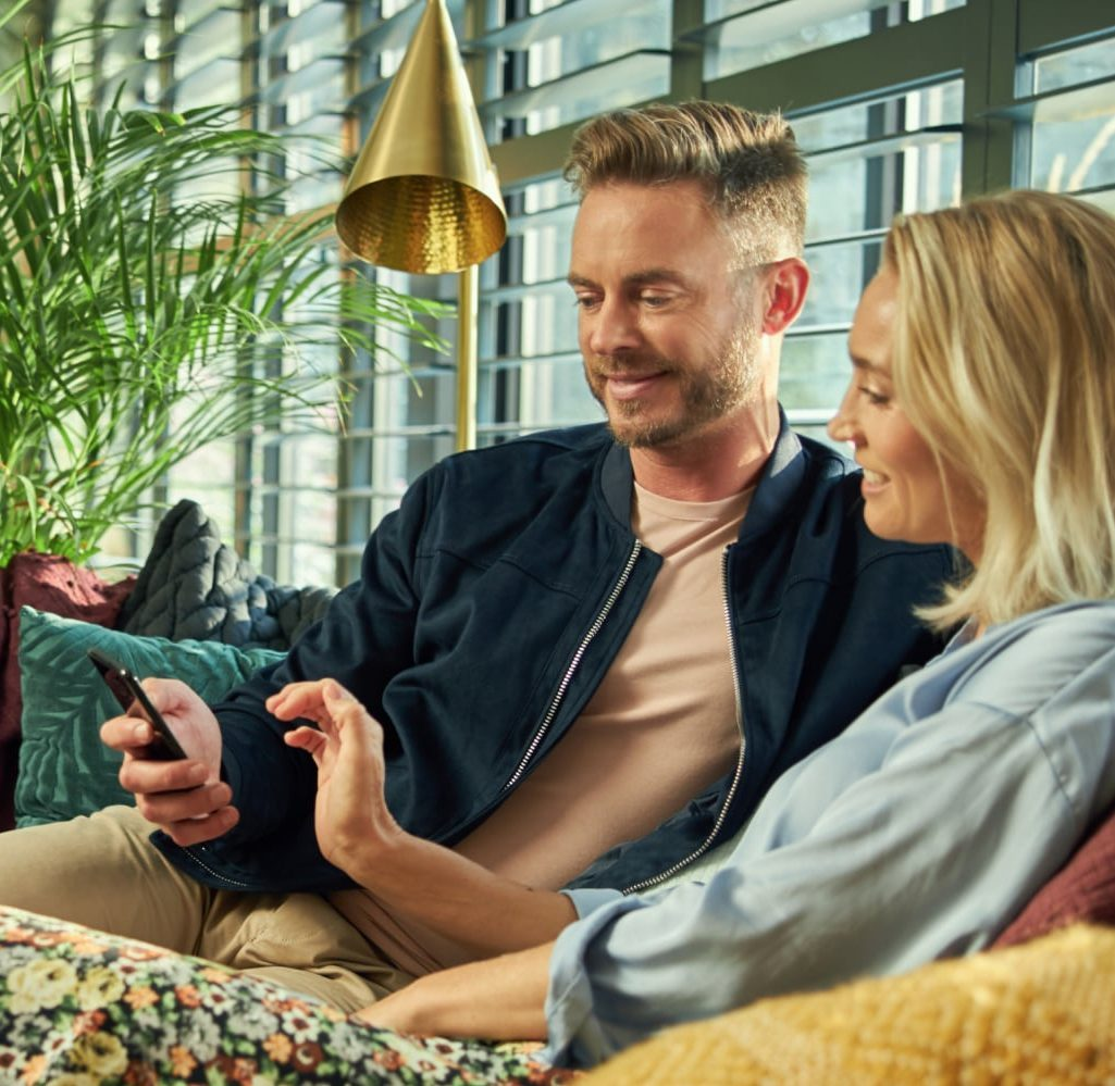 couple-on-the-couch-with-phone