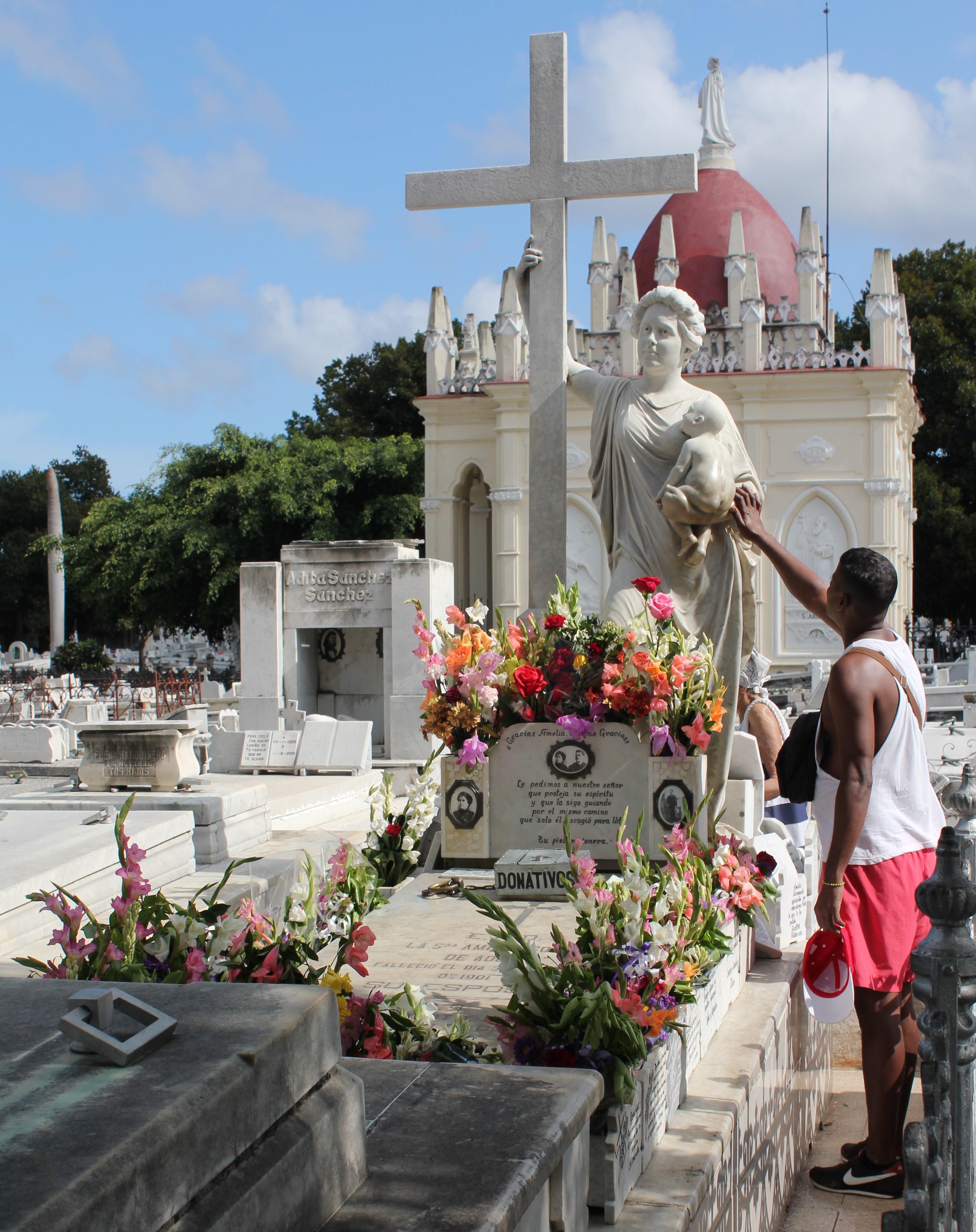 la_milagrosa_colon_cemetery_havana41 Havana has cemetery stories, too Cuba