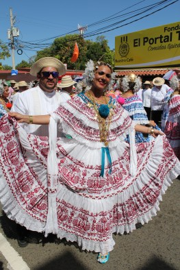lovely-pollera-3 A Panama Road Trip Panama Panama Fairs and Festivals