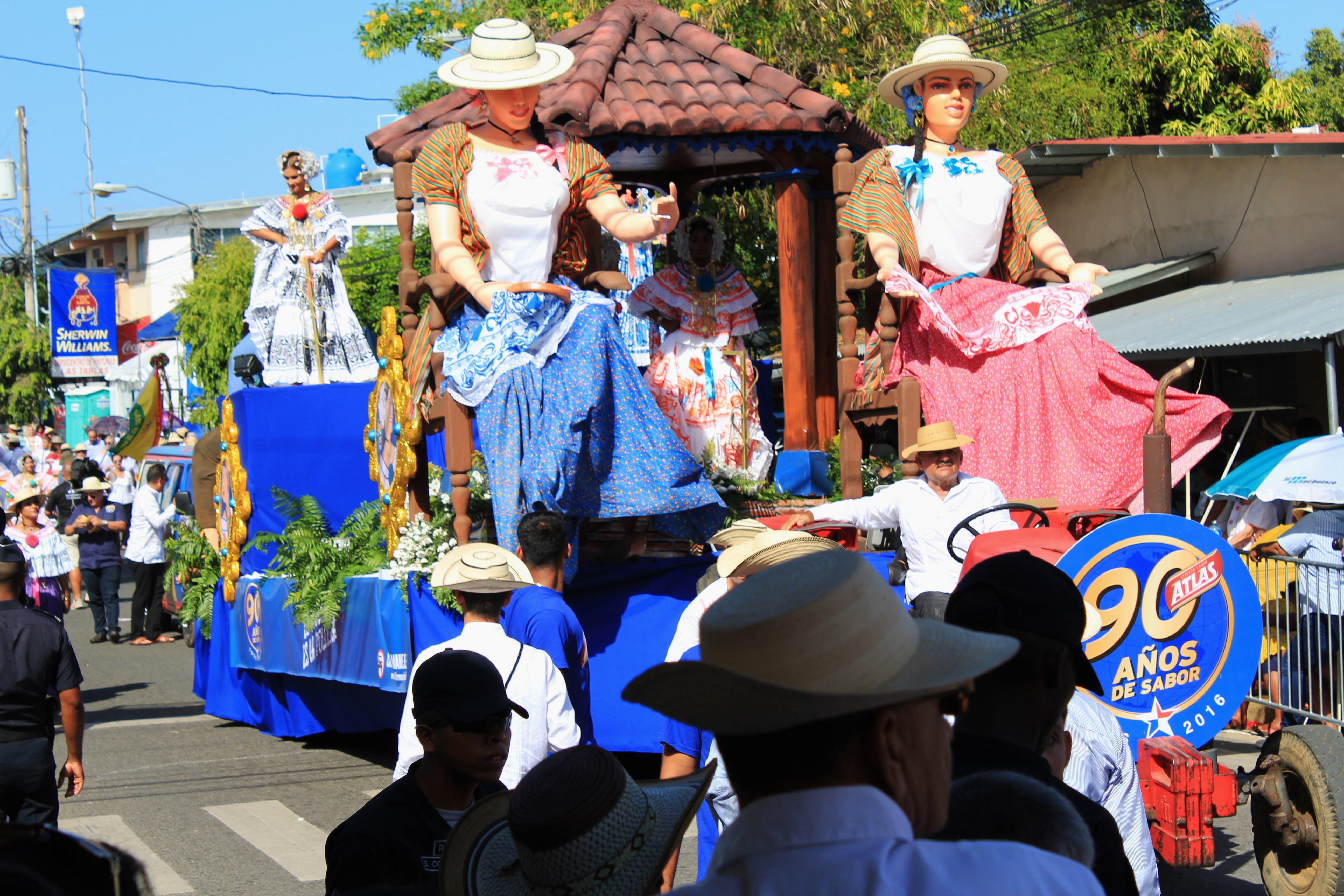 pollera-float-4 A Panama Road Trip Panama Panama Fairs and Festivals