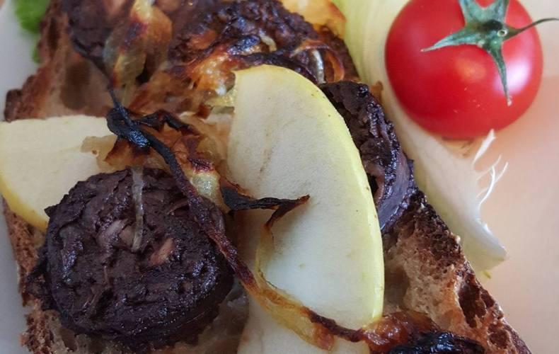 Boudin aux oignons et aux pommes