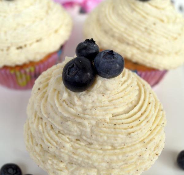 Blaubeer Cupcakes mit Cream Cheese-Vanille-Frosting