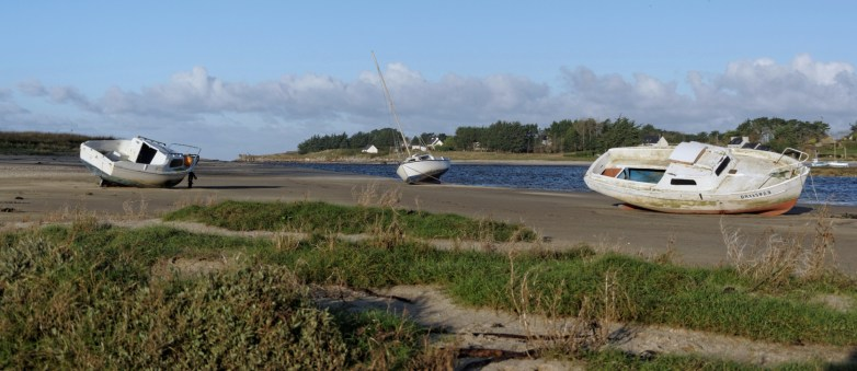 bateaux au repos à la Baie de Guissény