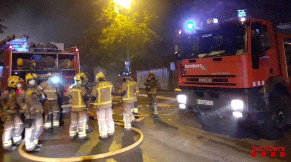 Incendio en Faurecia Abrera. (Foto del Cuerpo de Bomberos).