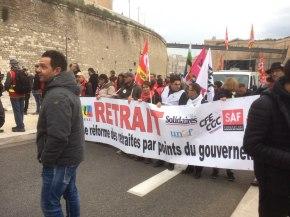 """Marseille, la banderole de tête : """"RETRAIT!"""""""