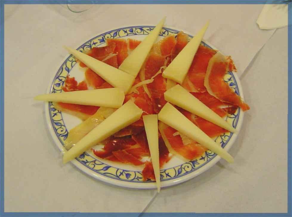 Plato de Jamón y queso ofrecido diariamente
