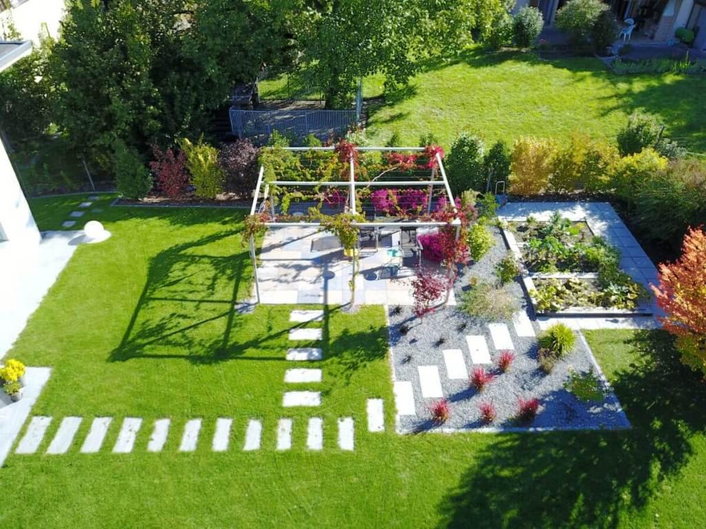 Création de jardin avec pergola acier par un paysagiste du Valais en Suisse