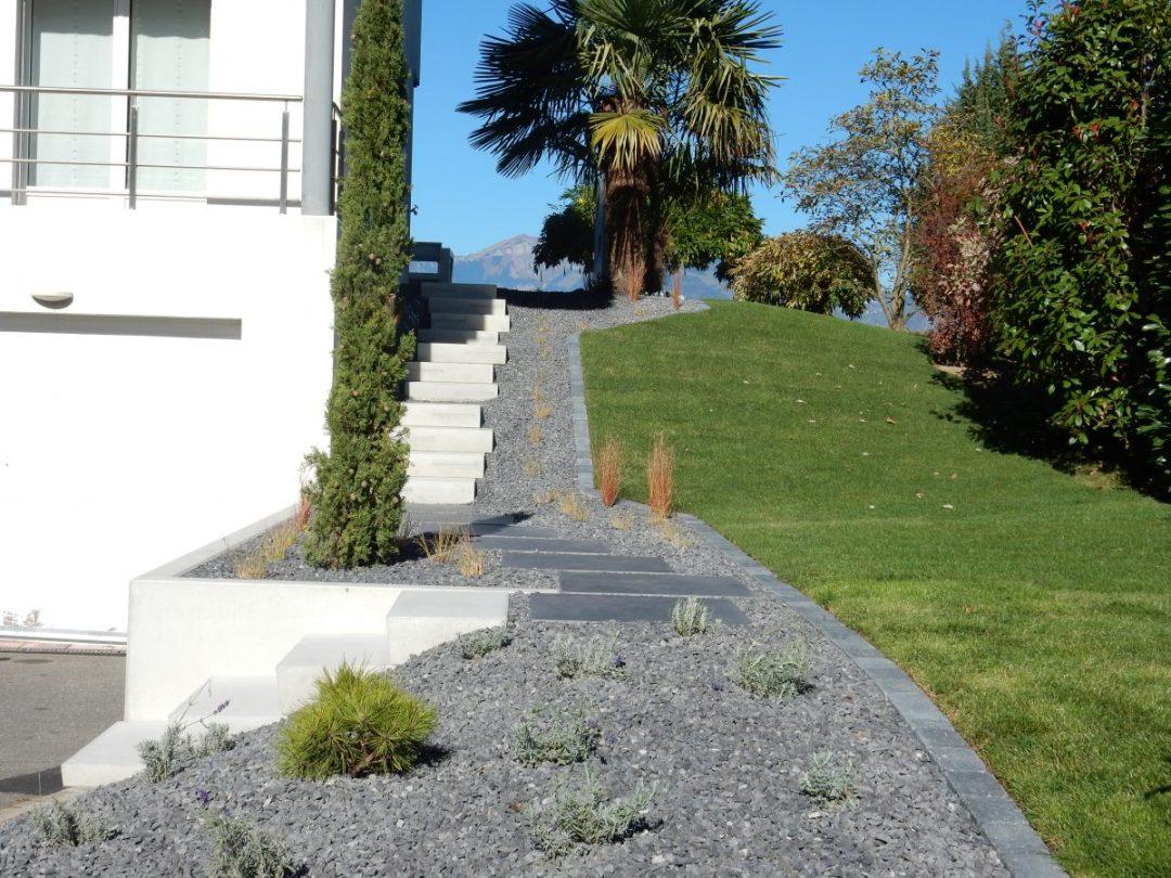 Entrée en escalier béton