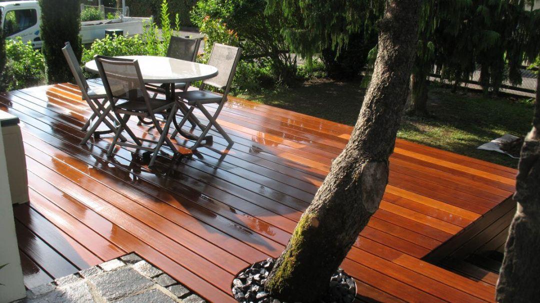 Une terrasse bois originale réalisé par un paysagiste région de Monthey