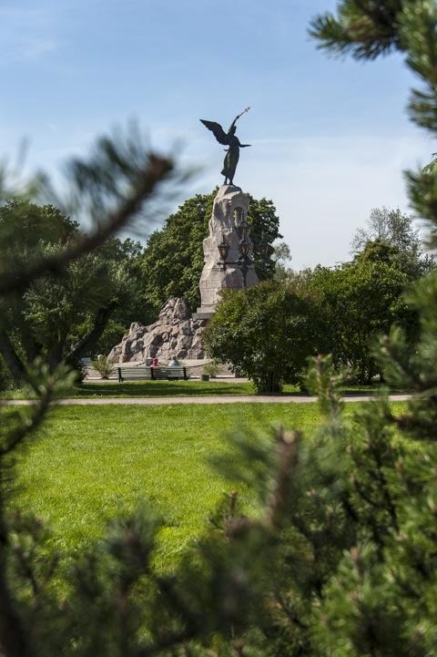 Bild: Das Denkmal Russalka in Tallinn erinnert an die 177 Seeleute, die mit dem russischen Panzerschiff Rusalka im Jahre 1893 kurz vor Helsinki in der Ostsee versanken. NIKON D700 mit AF-S NIKKOR 28-300 mm 1:3,5-5,6G ED VR.