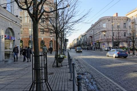 Bild: Unterwegs auf der Einkaufs- und Flaniermeile Gedimino prospektas in der Altstadt von Vilnius. NIKON D700 mit AF-S NIKKOR 28-300 mm 1:3.5-5.6G ED VR