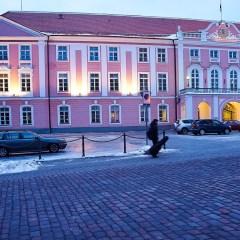 Bild: Der Riigikogu - der Sitz des Parlaments der Republik Estland - auf dem Domberg von Tallinn.