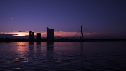 Bild: Sonnenuntergang am 02.10.2014 über der Daugava in Rīga. NIKON D700 mit TAMRON SP 24-70mm F/2.8 Di VC USD. ISO 200 ¦ f/9 ¦ 24 mm ¦ 1/320 s ¦ kein Blitz. Klicken Sie auf das Bild um es zu vergrößern.