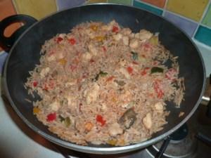 plat équilibré riz poulet légumes