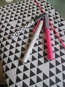 classeur stylo géométrique imprimé hema fluo rose