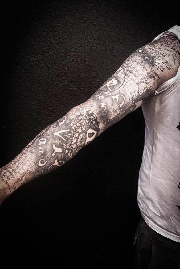 tatouage bras dotwork chris zero black heart