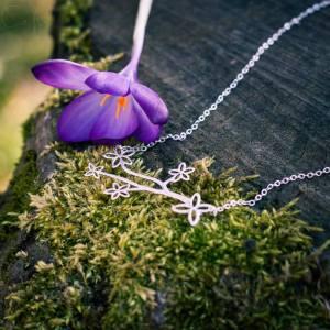 collier feuille et fleur mystère et bulle d'amour