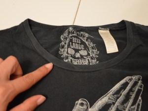 découper un tee shirt customiser