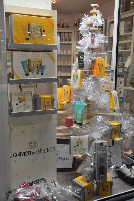la vitrine de la jolie boutique l'échappée belle à Toulon au Mourillon dédiée à la marque le couvent des minimes