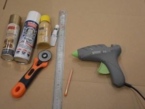 matériel pour réaliser un sapin de noël en carton recyclé comme dans ce tutoriel