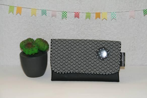portefeuille-graphique-noir-badge-creation-milouquicoud