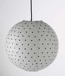 boule-suspension-lampe-pois-noir-laredoute