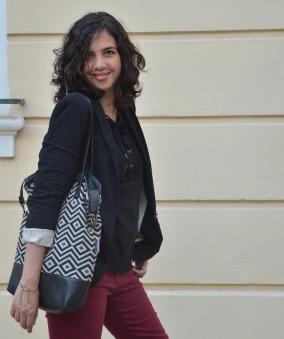 look-blogueuse-mode-outfit-tenue-rentree-automne-bordeaux-sweat-lacets