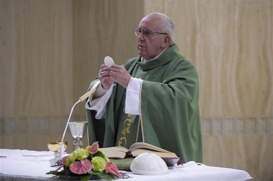 Papa a Santa Marta: il diavolo vuole dividere la Chiesa