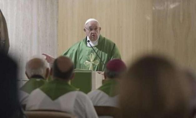 Papa: attenzione ai cristiani che si presentano rigidi e perfetti