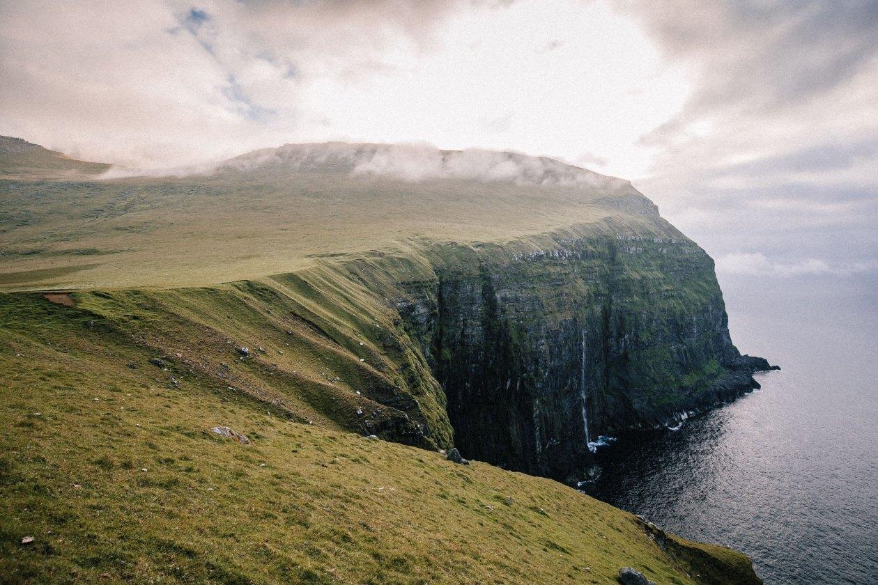 200-300 meter høje klipper