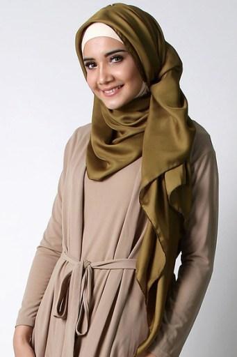 Tampil Elegan dan Anggun dengan Hijab Satin