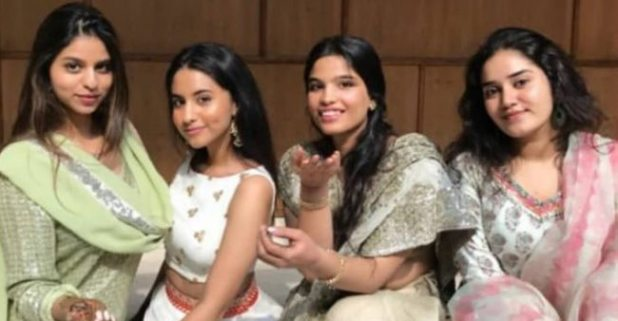 Shah Rukh Khan's Daughter Suhana Looks Gorgeous at a Family Wedding