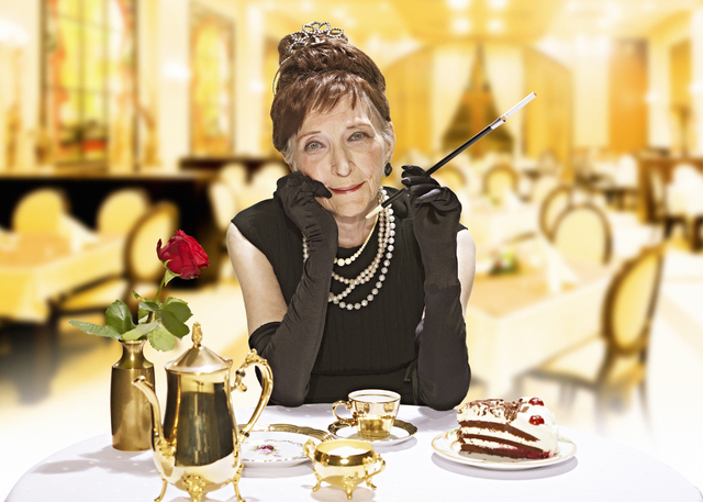Senior Poses as Breakfast at Tiffanys Star