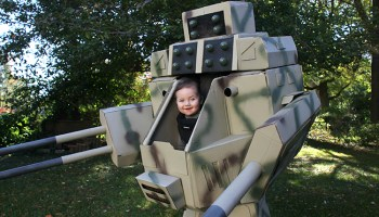 Cosplaying Father Builds a Brilliant MechWarrior Costume That