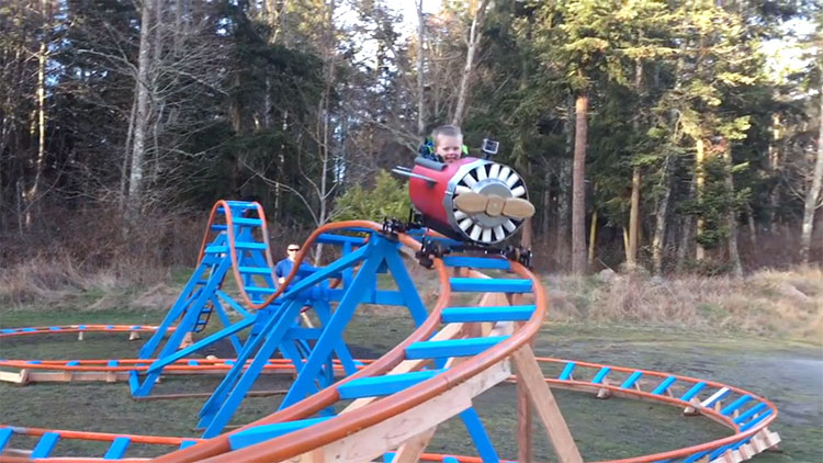 Merveilleux Navy Pilot Veteran Builds His Three Year Old Son An Incredible Airplane  Themed Back Yard Roller