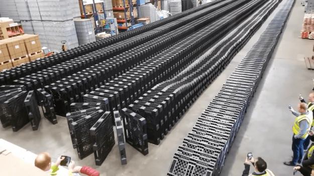 1377-Falling-Pallets-Sound-like-a-FREIGHT-TRAIN Exporta Global Sets the World Record for Toppling Over 1,377 Pallets in the Style of Dominos Random