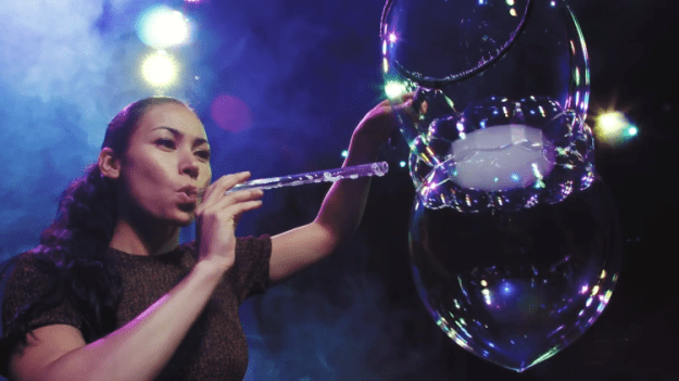 How-Artist-Melody-Yang-Makes-Mind-Blowing-World-Record-Bubbles How Artist Melody Yang Makes Mind-Blowing World Record Bubbles Random