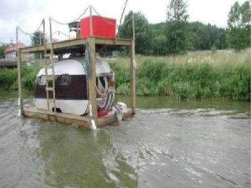 Small redneck houseboat picture