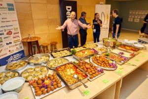 Hoe deze vluchtelingen als chef-koks een geweldig diner voor Startup Weekend Zwolle bereiden
