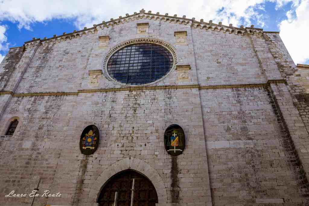 Chiesa Catterdale, Gubbio, Italy - www.lauraenroute.com