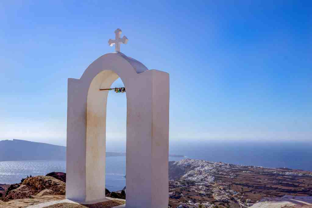 View from Church of Panagia, Santorini - Hike from Fira to Oia - www.lauraenroute.com